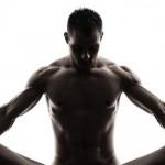 Las 5 posturas del hombre dominante