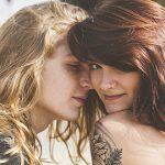 Cinco, cuatro, tres. Parte 1: Cinco filas – Relato erótico lésbico