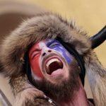 Una MILF en apuros: ¿Son eróticos los cuernos de un bisonte?