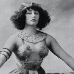Mujeres libres: Colette, la escritora que deshizo la cama de Procusto