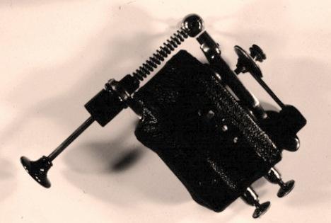 Le premier vibromasseur électromécanique