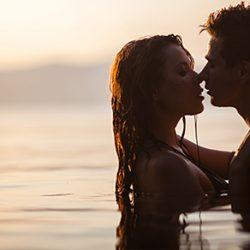 8 Positions Pour Faire l'Amour sur la Plage pour du Plaisir sans Naufrage !