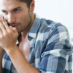 10 Signes qui ne Trompent Pas que Votre Partenaire Vous Trompe