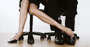 Sesso fra colleghi: quando vale la pena farlo e quando è meglio evitarlo